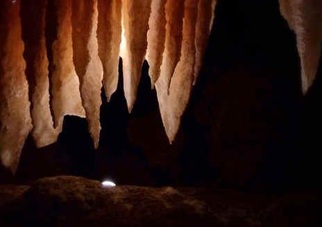 黑裂口地穴