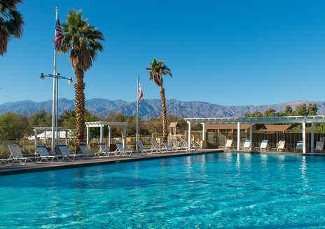 캘리포니아의 별난 사막 숙박 시설