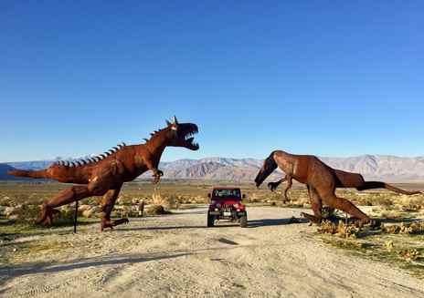 Curiosités incroyables en plein désert