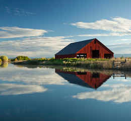 ANIMALS & NATURE VCW_D_SC_Hero_barn Scenic.jpg_KG