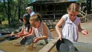 Gold Panning in Jamestown 600x400-feature-content-image2_1