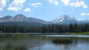 Spotlight: Lassen Volcanic National Park Hiking Manzanita Lake Trail - La