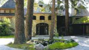 Diversión en invierno en Lake Tahoe VikingsHolmCourtyard_LuxuryResource_11416
