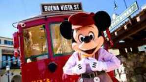 现场巡游表演 disney-pals-on-buena-vista-street-00