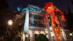 Spotlight: Disneyland Resort  disneys-happiest-haunts-tour-00_0