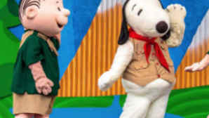 Snoopy and Linus dancing at Knott's Berry Farm