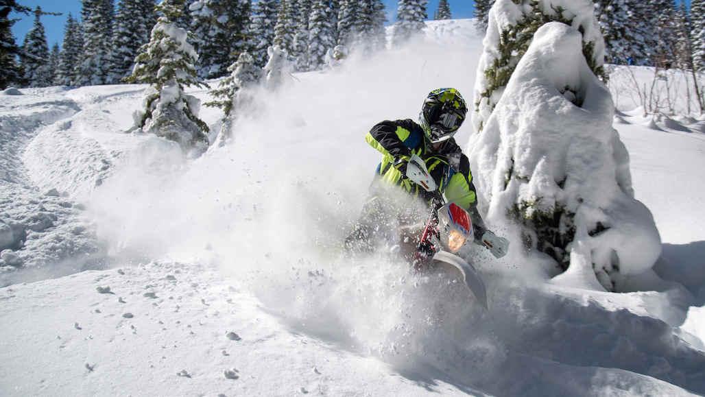 Jonny Moseley's Wildest Dreams: SNOWMOTO! (with JT Holmes) snowmoto_key_frame