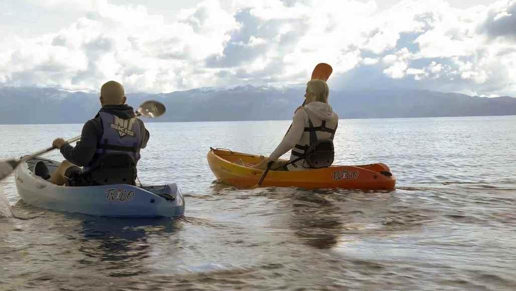 5 choses incroyables à faire au lac Tahoe vc_ca101_videothumbnail_fiveamazingthings_laketahoe_kayak_1280x7202