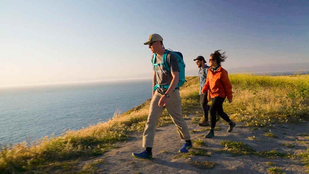 チャネル諸島国立公園 vc_ca101_videothumbnail_nationalparks_channelislands_hikingsantacruzisland_1280x720_1