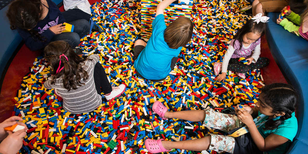 Shopping at LEGOLAND VCW_D_Legoland_MovieExperience_sized